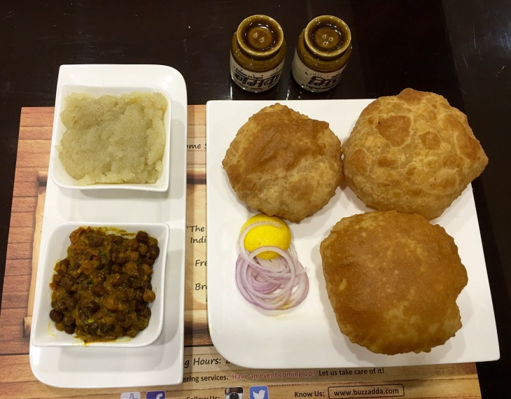 Kaale Chane, Poori and halwa