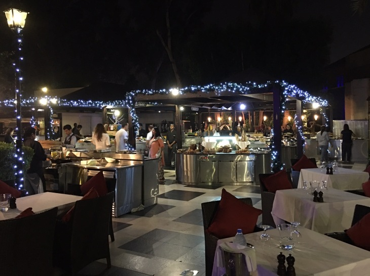 Outdoor dining in Dubai